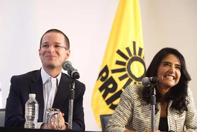 Lanzan huevos a López Obrador en Veracruz