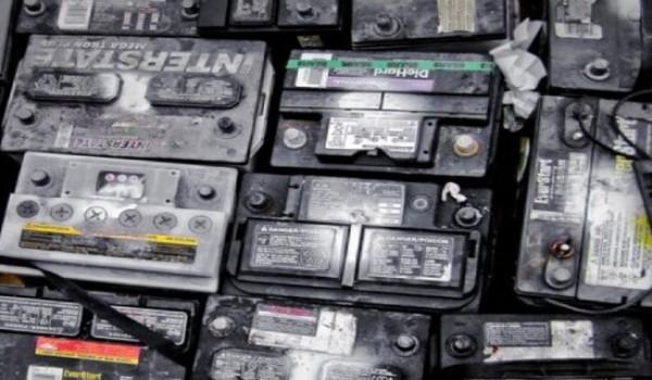 Científicos reciclan baterías de auto para convertirlas en paneles solares