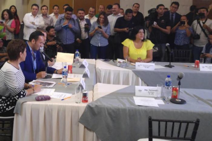 PAN-PRD anuncian sesión permanente en Congreso, Morena accede y libera