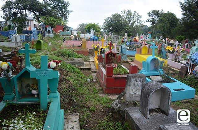 Panteones de Xalapa estarán cerrados en Día de Muertos