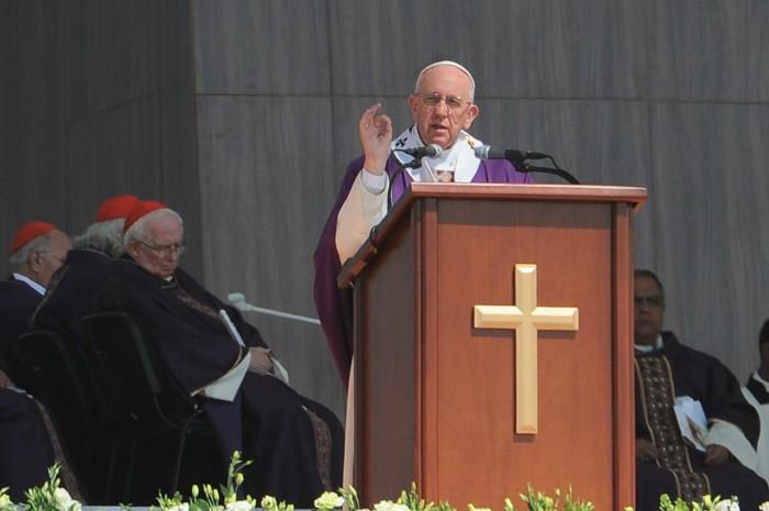 ''Luchas internas'' frustraron la reunión con padres de los 43: Papa