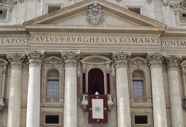 Papa pide por la paz en mundo dañado por guerra y terrorismo