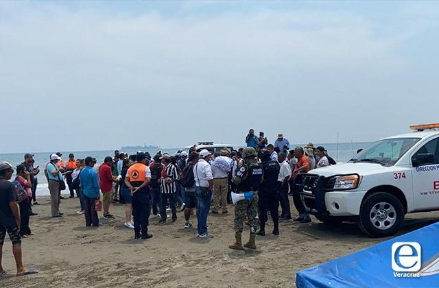 Vendedores y palaperos se niegan a dejar la playa por contingencia