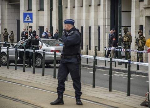 Ataca presunto yihadista a un militar en París