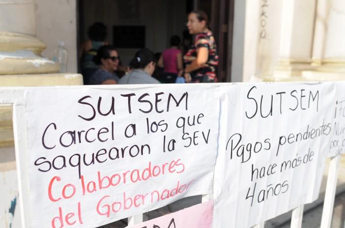 Paran labores maestros de la zona conurbada, exigen pago de prestaciones