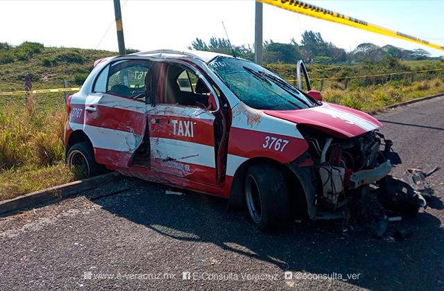 Pasajero de taxi fallece en accidente en Coatza