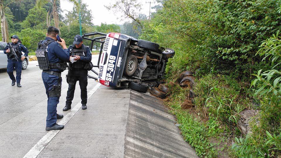 Elementos de la SSP se accidentan en carretera a Coatepec