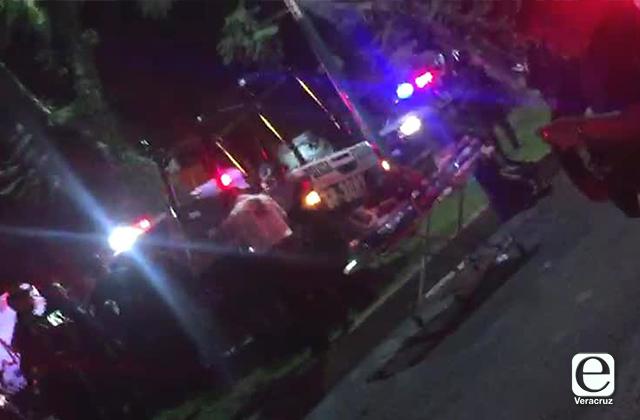 Cuatro heridos tras choque entre patrulla y taxi; en Xalapa