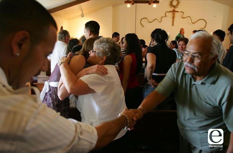 Suspende iglesia