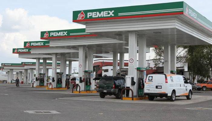 Mueren dos trabajadores de gasolinera al caer en cisterna para combustible