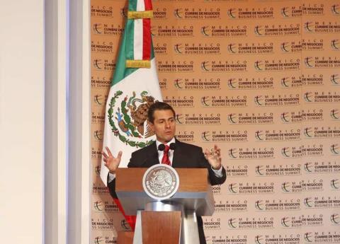Peña pide orden a caravana de migrantes para que sigan su camino