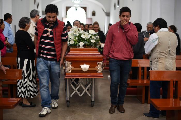 Periodistas y familiares despiden con misa a Ricardo Monlui