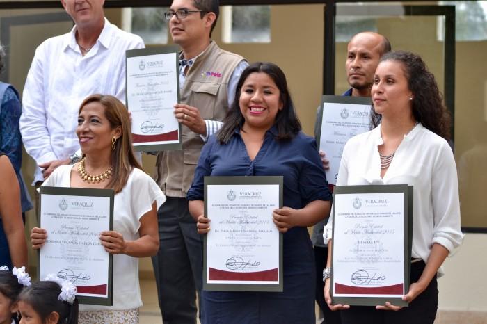 Perla Sandoval gana el Premio al Mérito Ambiental por reportaje periodístico
