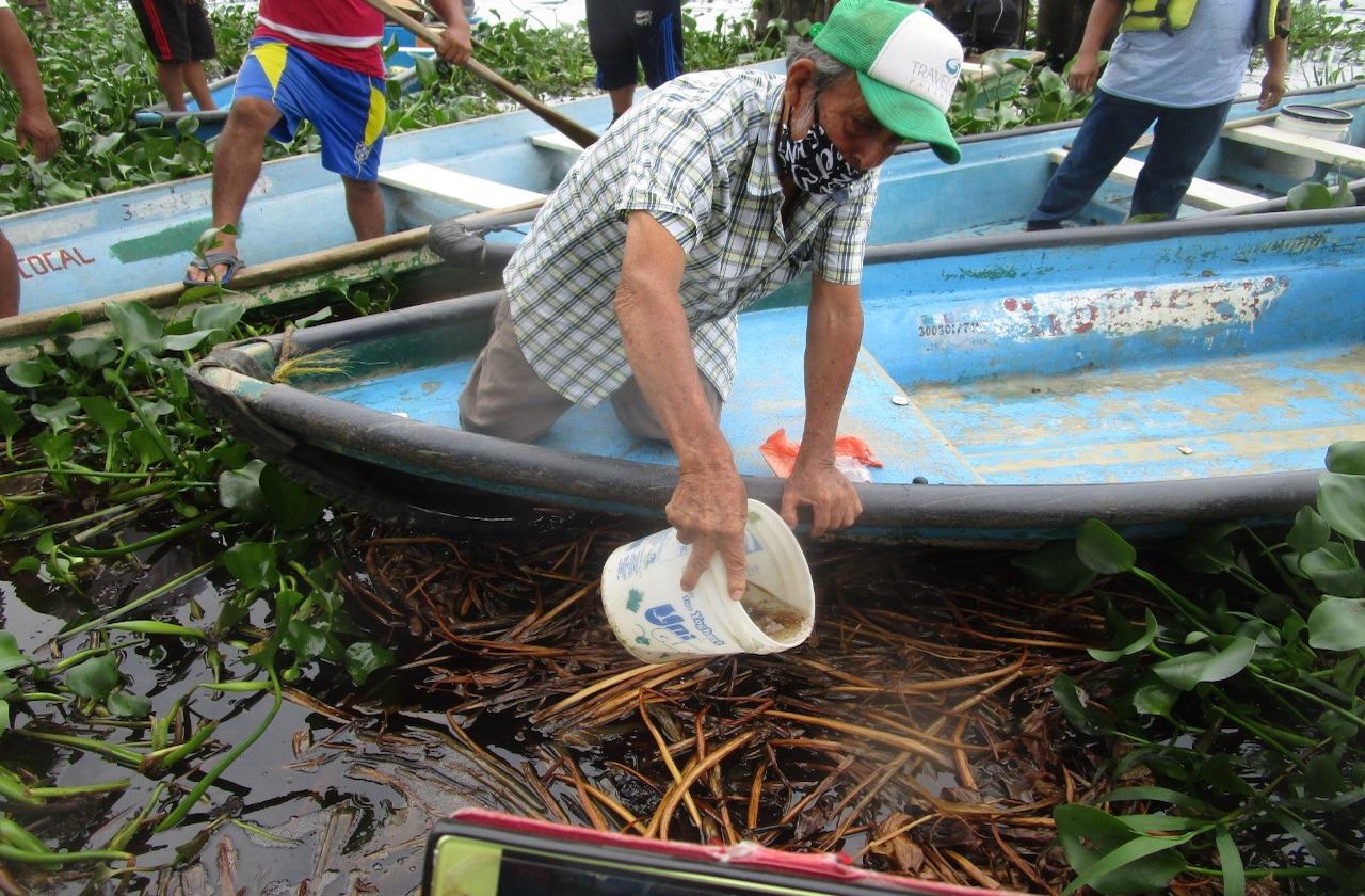 Pescadores denuncian derrame de hidrocarburo en río Coatzacoalcos