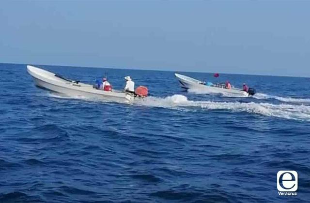 Rescatan a pescadores varados en mar de Veracruz