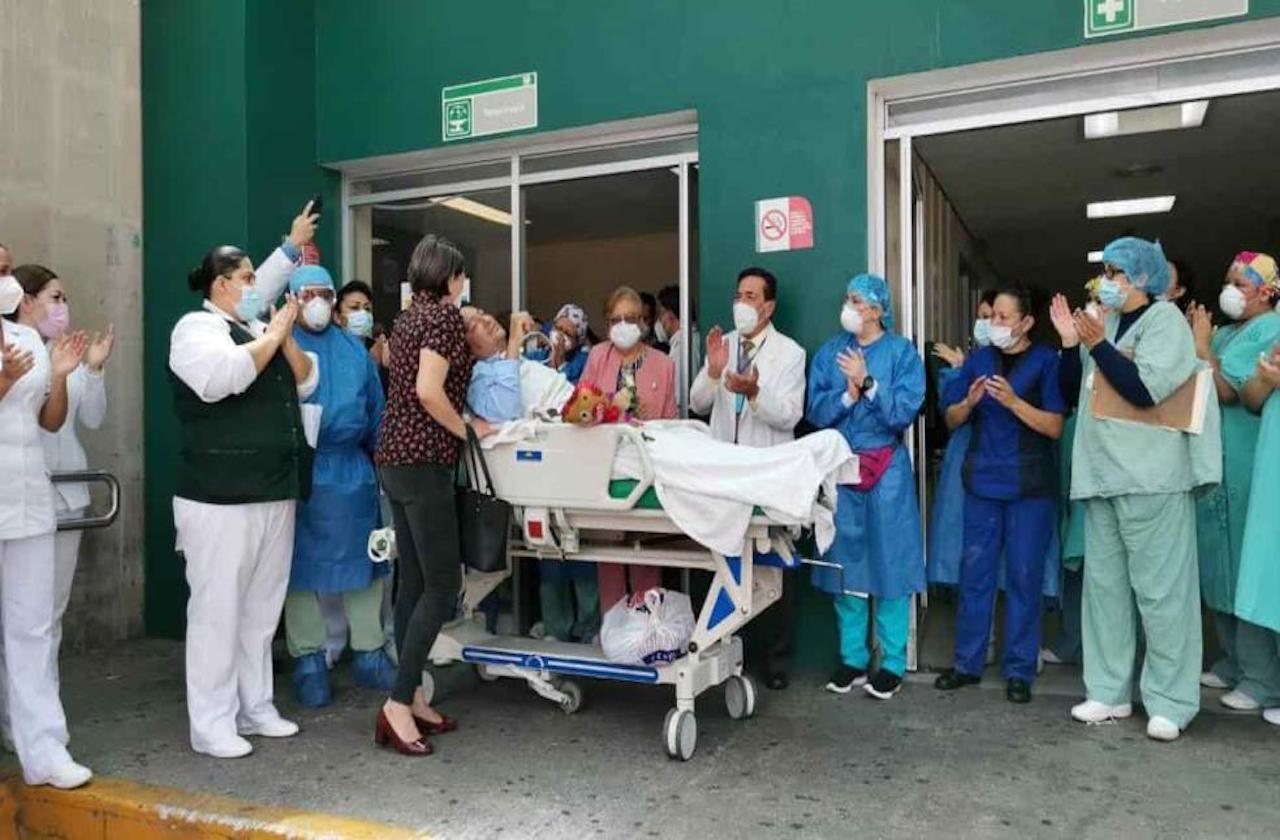 Médico recibe alta tras superar covid en IMSS Orizaba