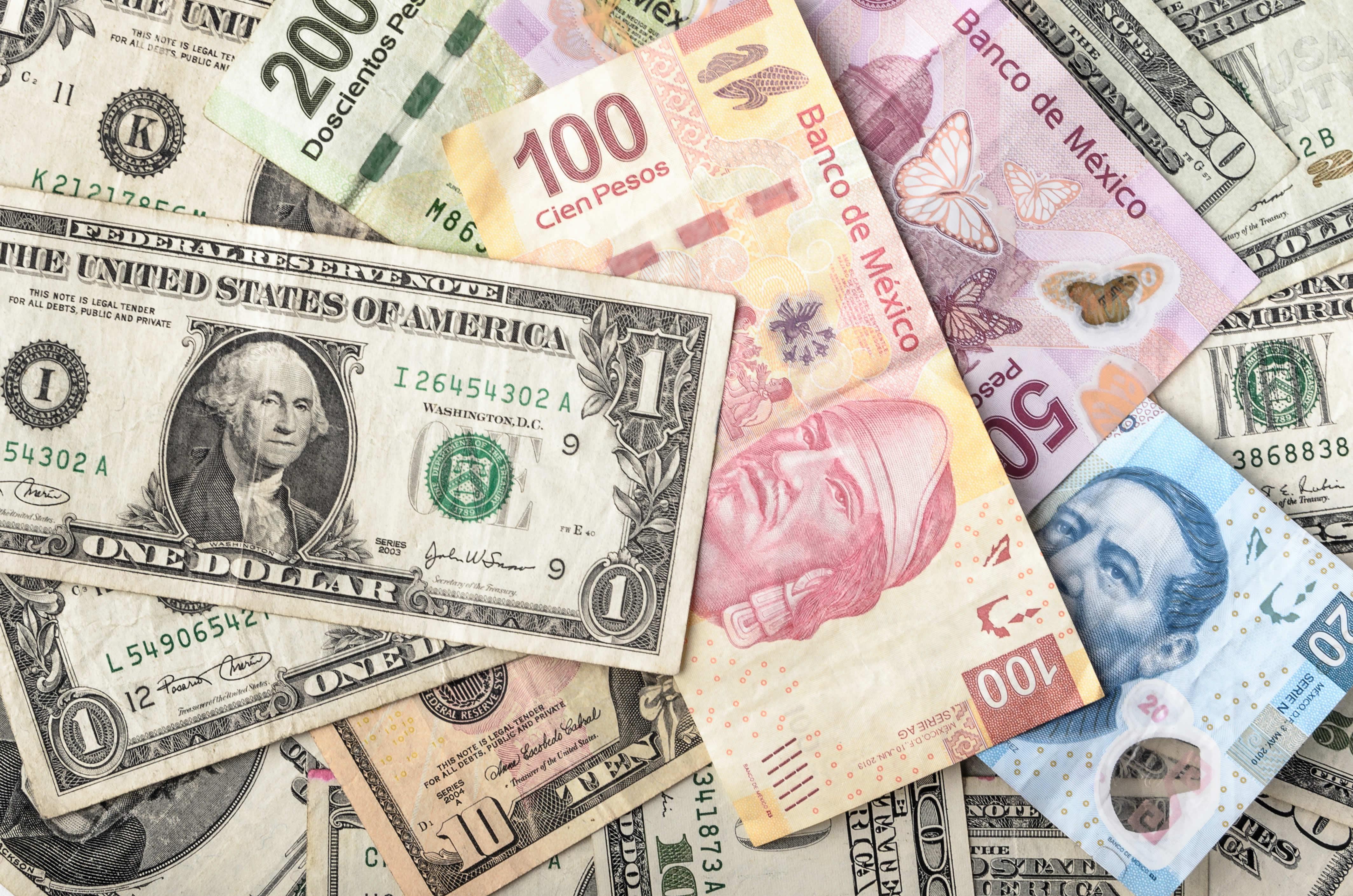 El dólar se dispara a 21.87 pesos en bancos