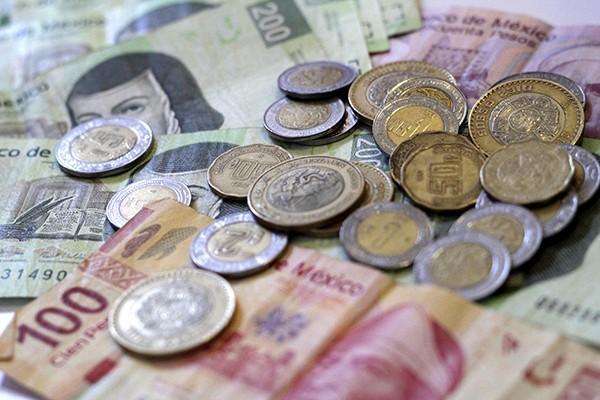 El peso, la segunda moneda más depreciada del mundo