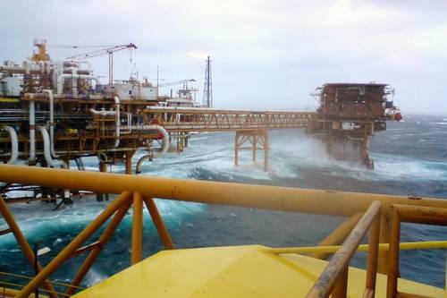 De enero a junio, desplome anual de 17.5% en ingresos petroleros