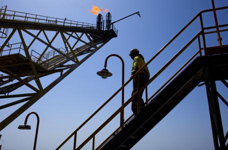 El mundo consumirá menos petróleo este año de lo esperado: AIE