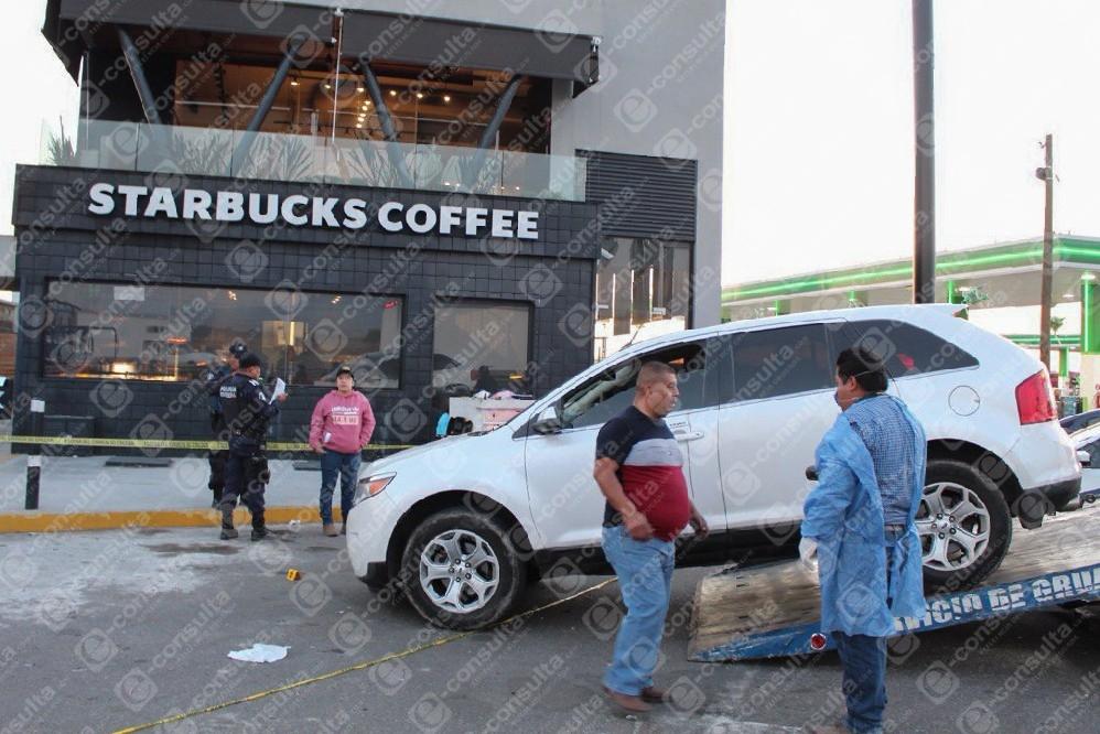 Balean a exmando de PF de Veracruz frente a Starbucks de Puebla