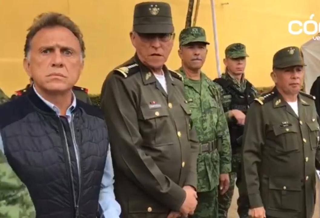 Titular de Sedena cuestiona errores en retenes de Veracruz