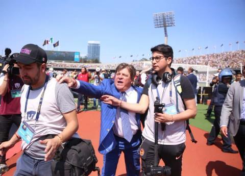 """""""Piojo"""" Herrera pide se castigue a reportero que se burló de los jugadores"""