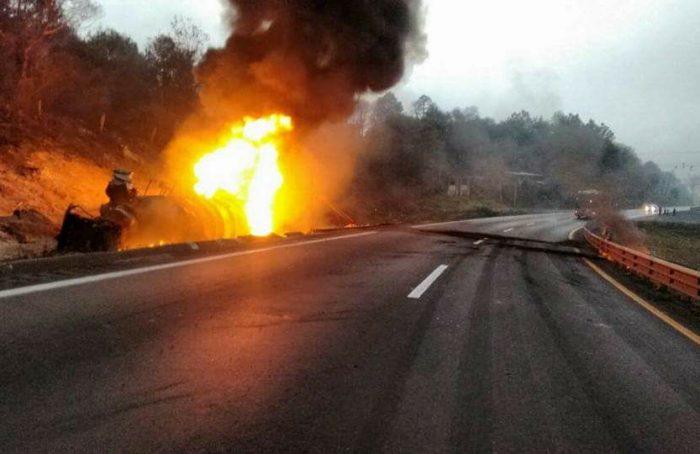 Explota pipa con gasolina en autopista Veracruz- Puebla
