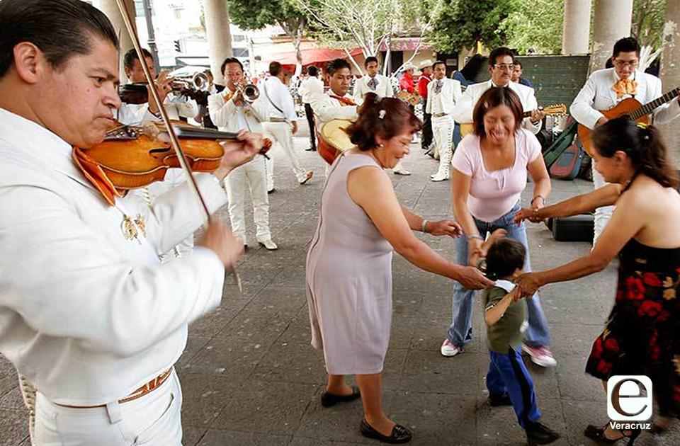 Secretarios de Cuitláhuac promueven festejo virtual este 10M