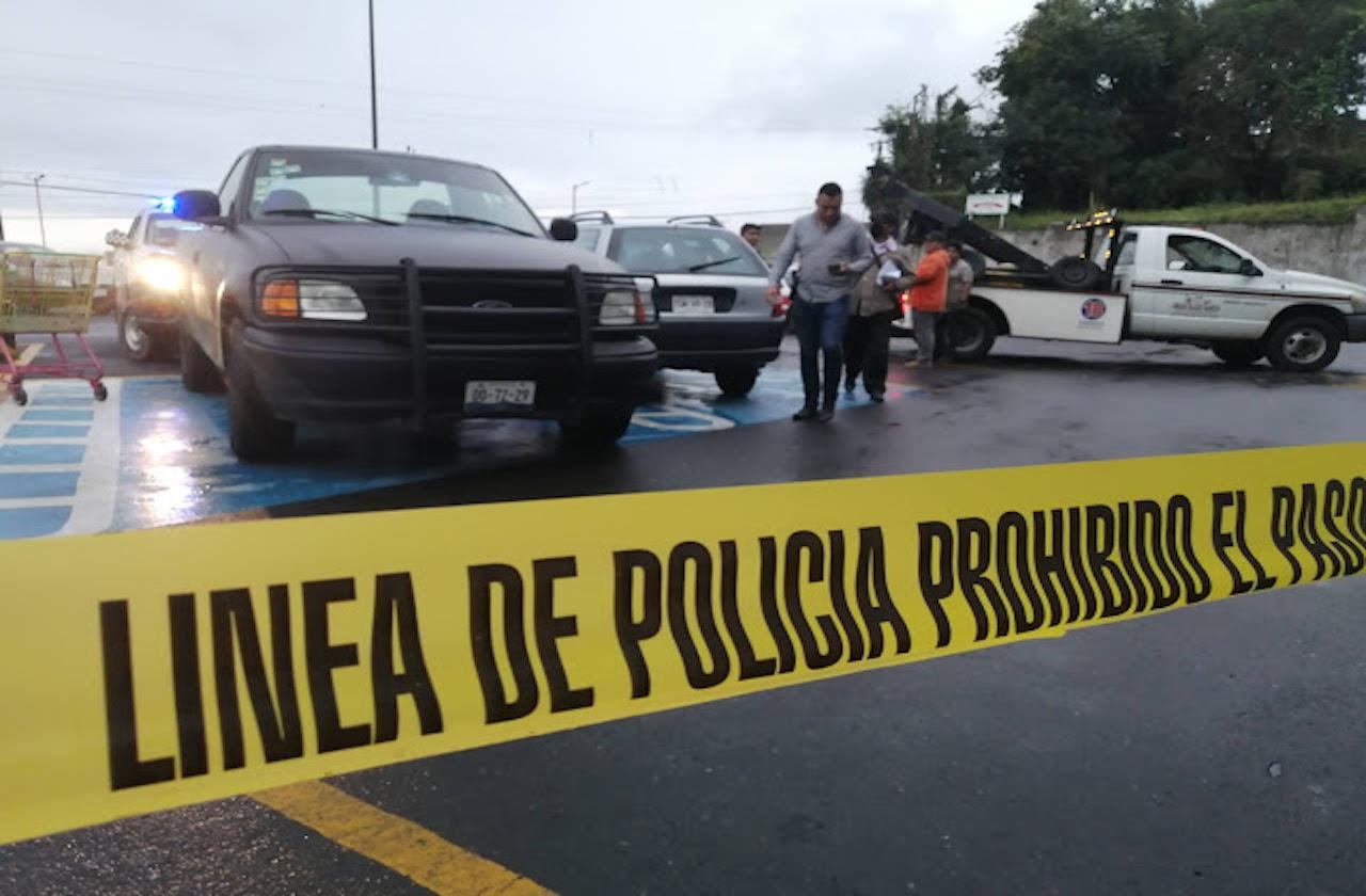 Plagian a 3 en estacionamiento comercial de Huatusco