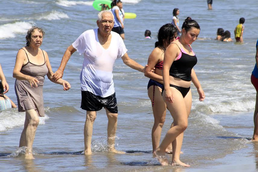 Visitantes disfrutan de las playas boqueñas