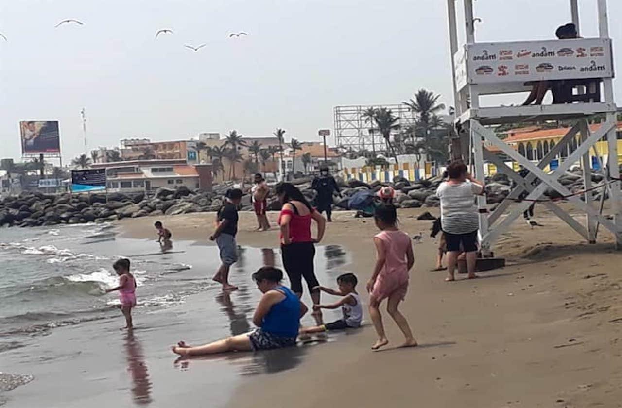 Fracasan operativos para desalojar playas de Veracruz