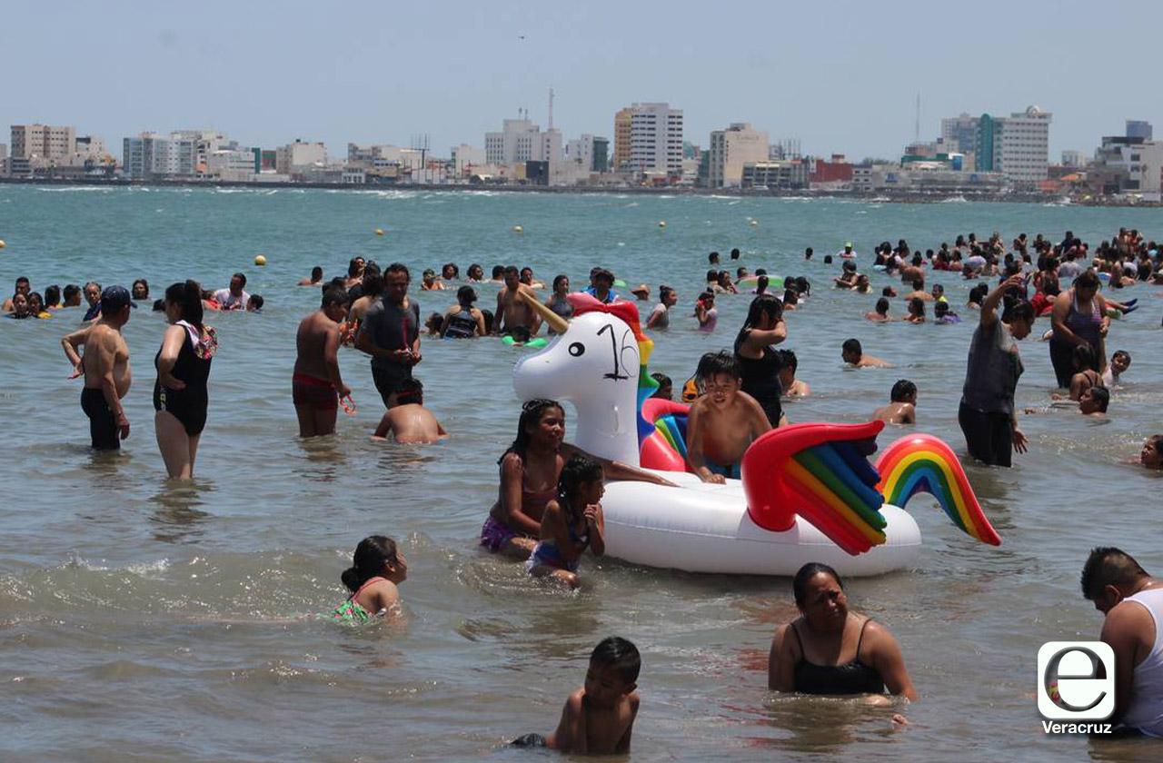 Pide Yunes usar fuerza pública para retirar a turistas de playas