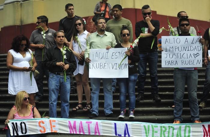 Periodistas exigen a PGR tomar caso de Rubén Espinosa