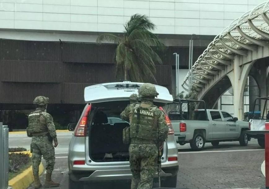Reporte de personas provoca mega operativo en plaza de Boca