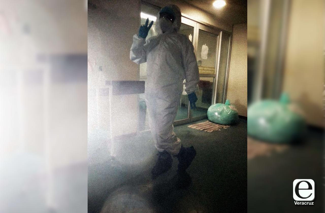 Con labores de limpieza en hospital, Lupita hace frente a covid