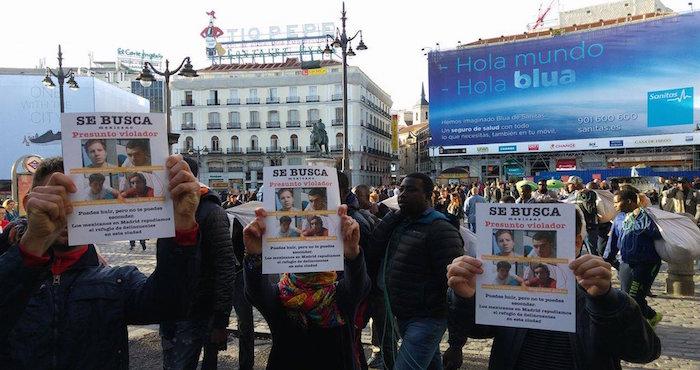 """En España pegan carteles de """"Los Porkys"""" y protestan ante posible estancia en ese país de uno de ellos"""