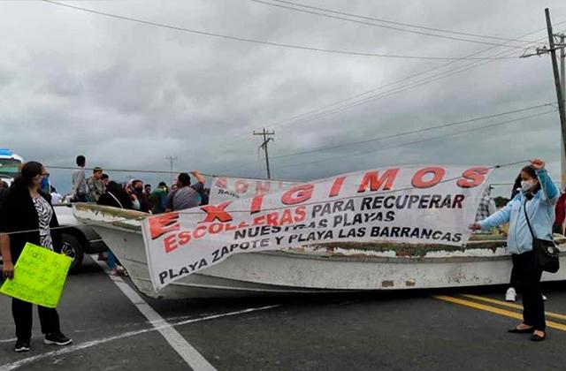 Pobladores bloquean carretera a Alvarado con una lancha