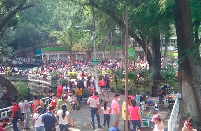Pobladores y visitantes se aglomeran en Laguna de Nogales