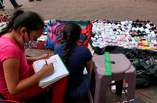 Pobreza y deserción escolar en México va en aumento: Coneval