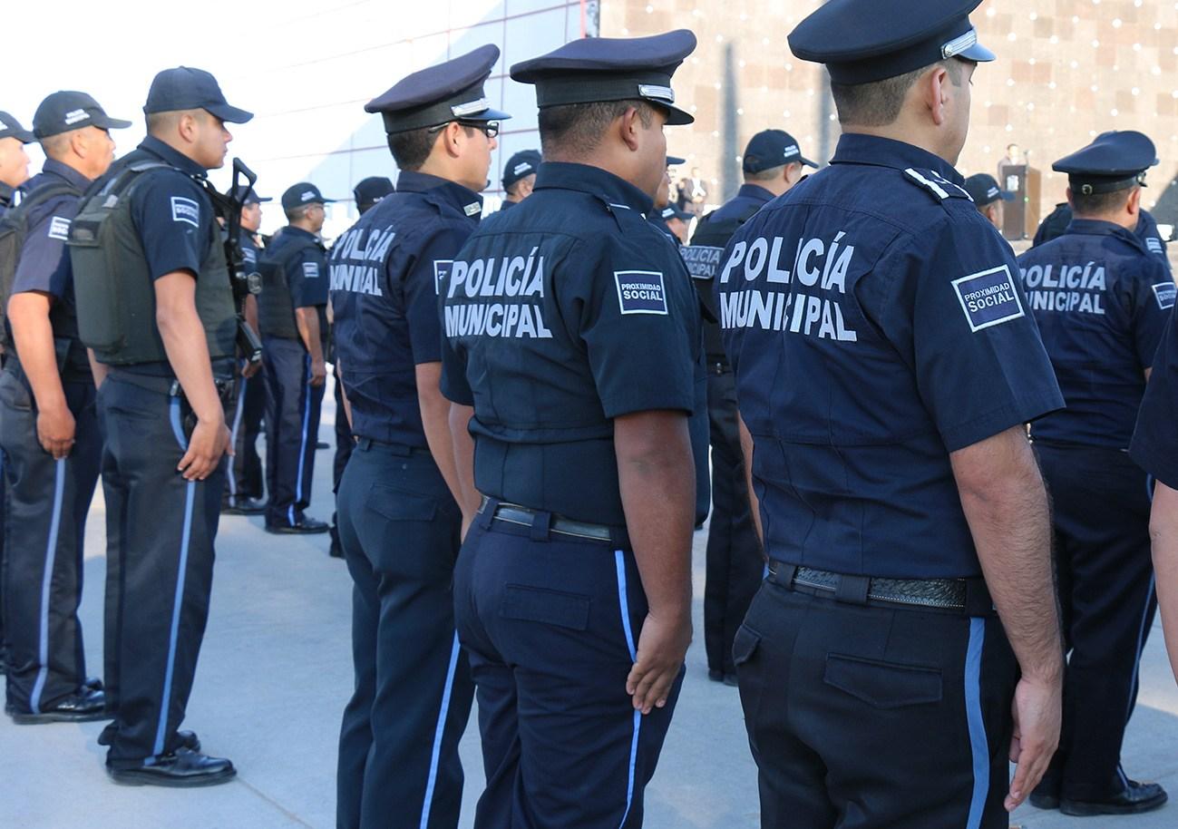 Tras ocho meses, arman a 144 policías municipales en Xalapa