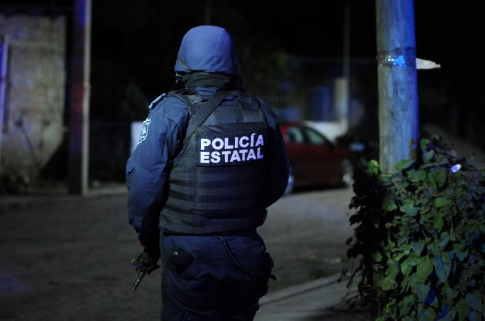 """Policía estatal de Veracruz amenaza con """"levantar"""" a reportero"""