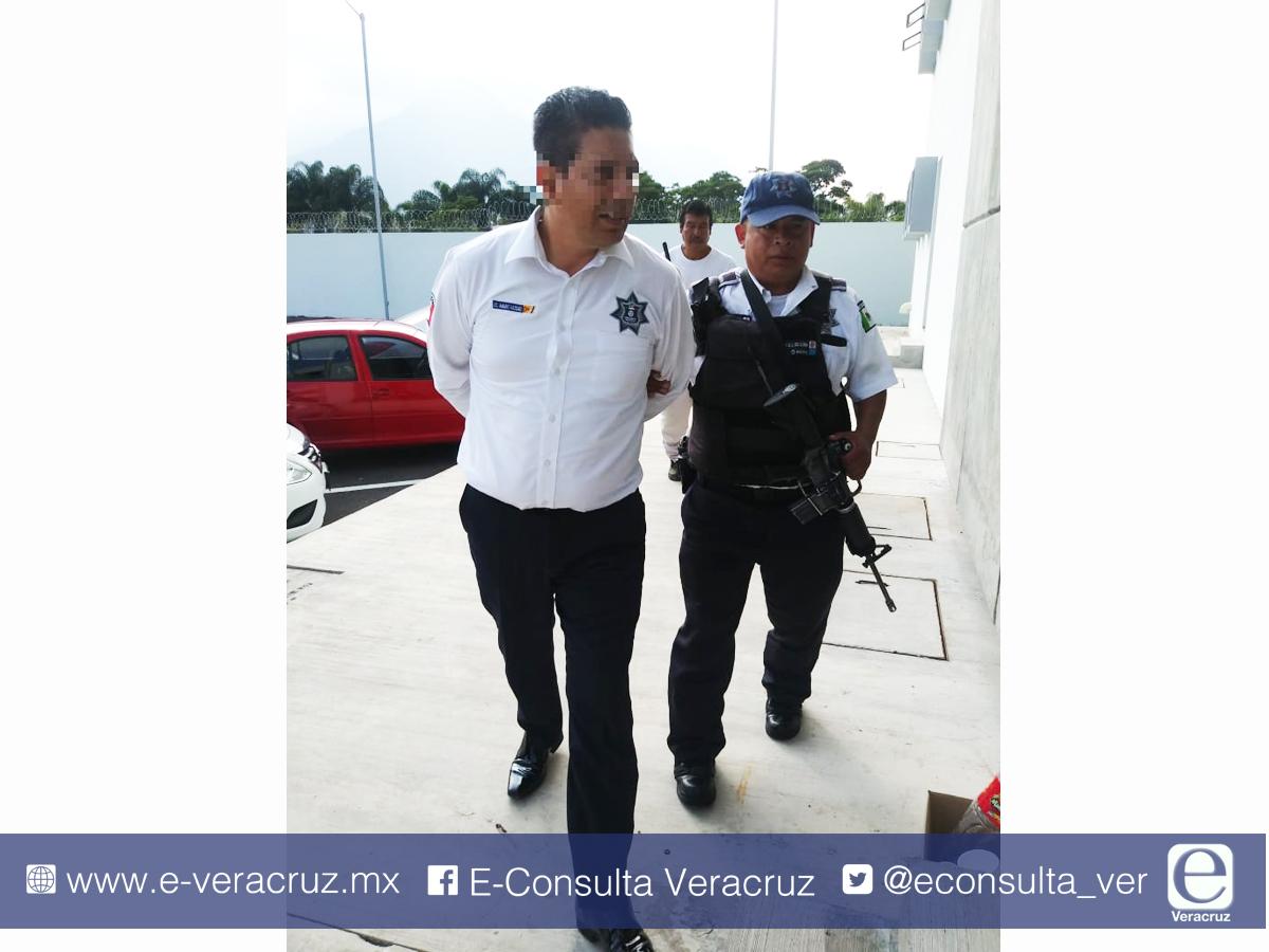 Dos elementos de la SSP de Cuitláhuac detenidos por extorsión