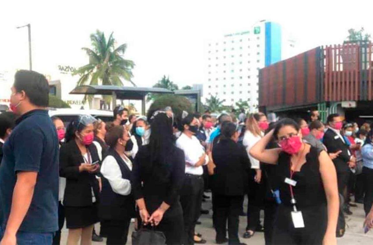 Por alerta de incendio, desalojan Plaza Américas en Boca del Río