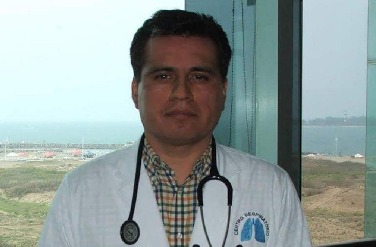Por covid-19, Xicoténcatl García es atendido en hospital de CDMX