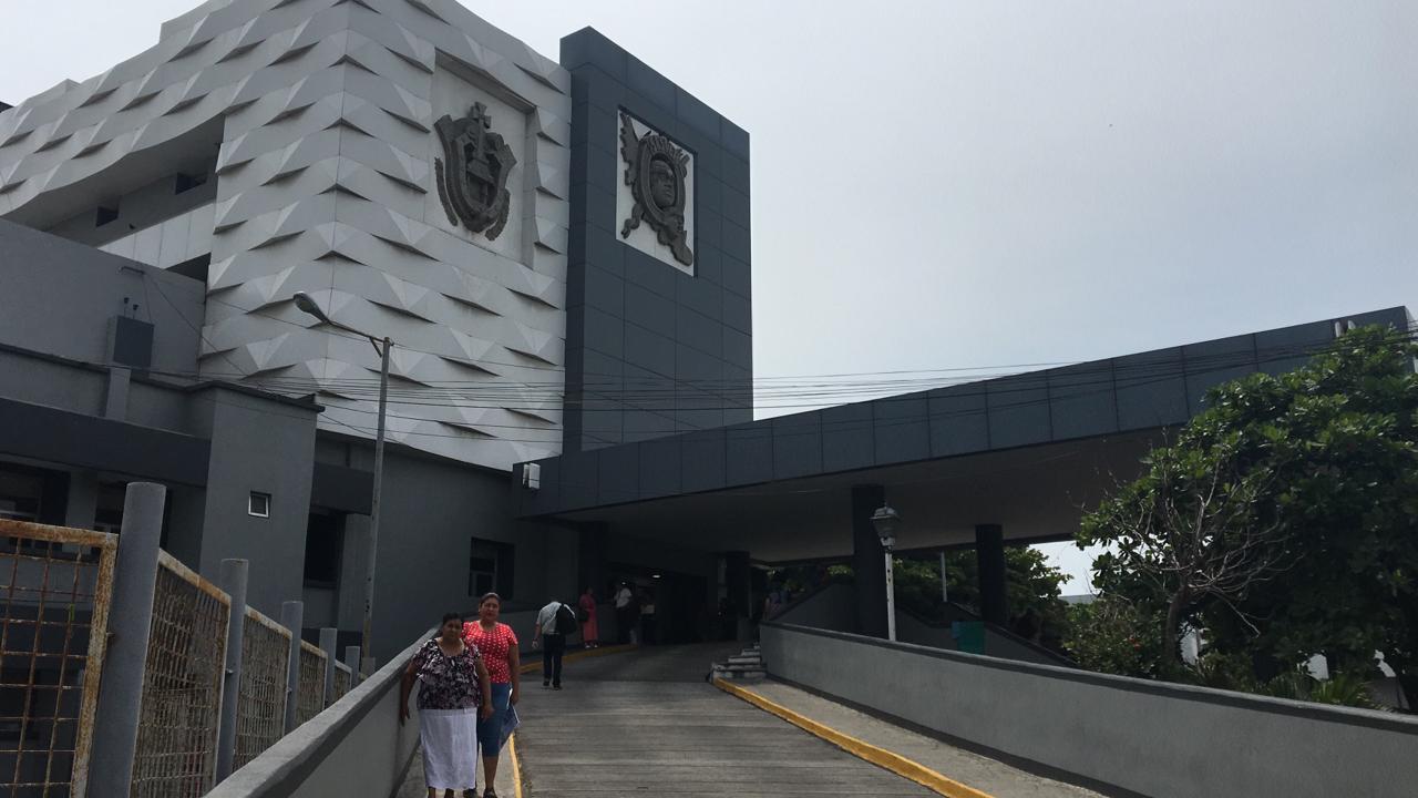 Hospital Regional de Veracruz sin materiales de curación