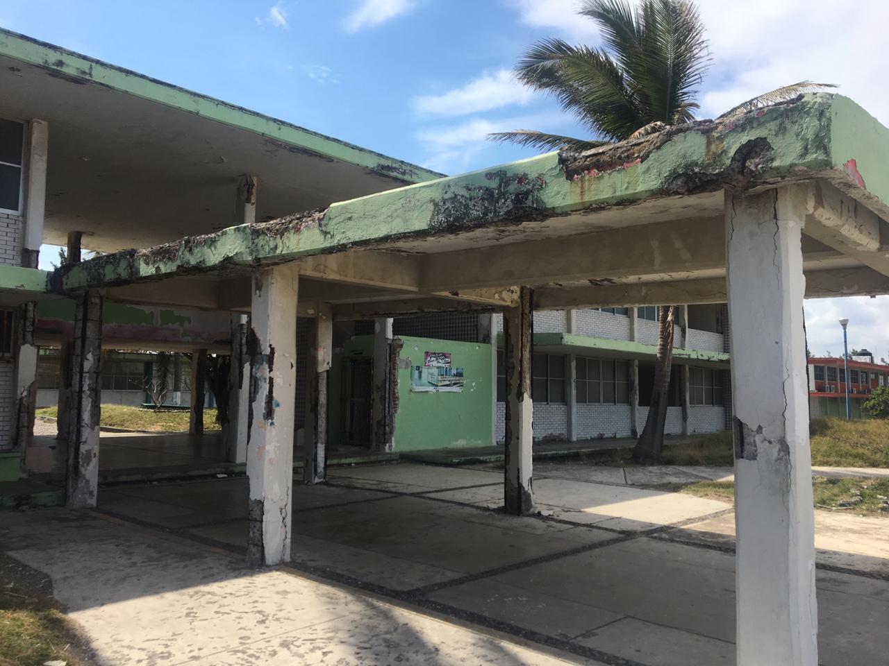 Imparten clases en ruinas del Instituto Ilustre Veracruzano