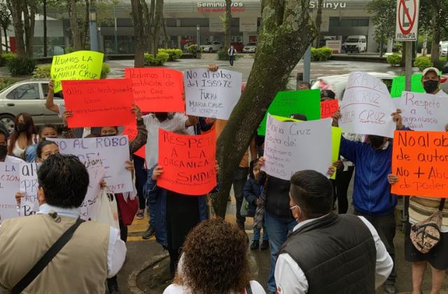 Acusan despidos injustificados de subdirectora del ISSSTE en Xalapa