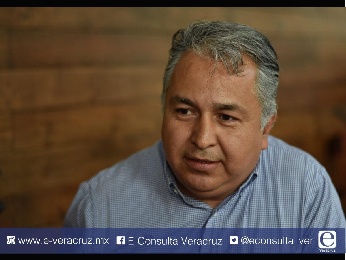 """Franco y Velázquez """"desmadraron"""" al PRD por serviles a Yunes"""