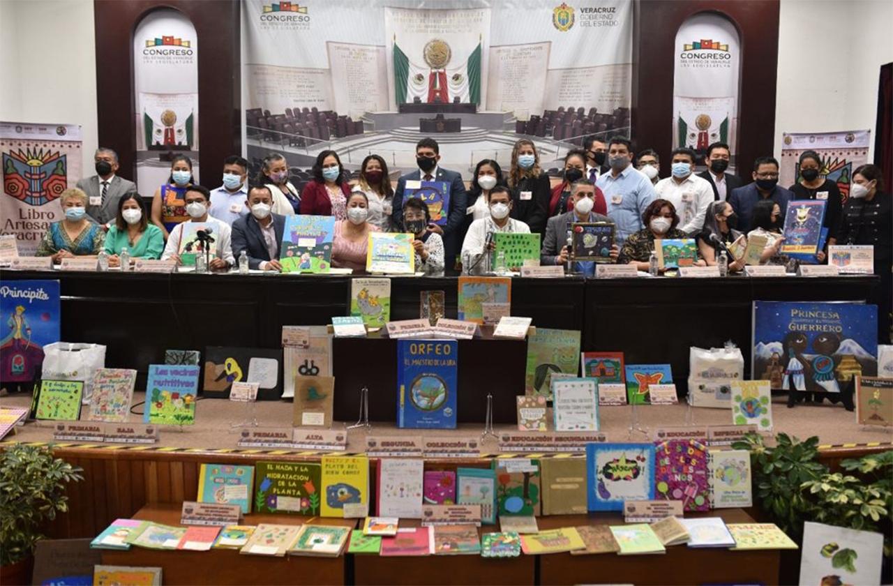 Congreso premia ganadores de Segunda Colección del Libro Artesanal 2021